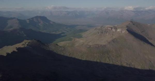 未踏峰山頂からの光景=2017年8月25日