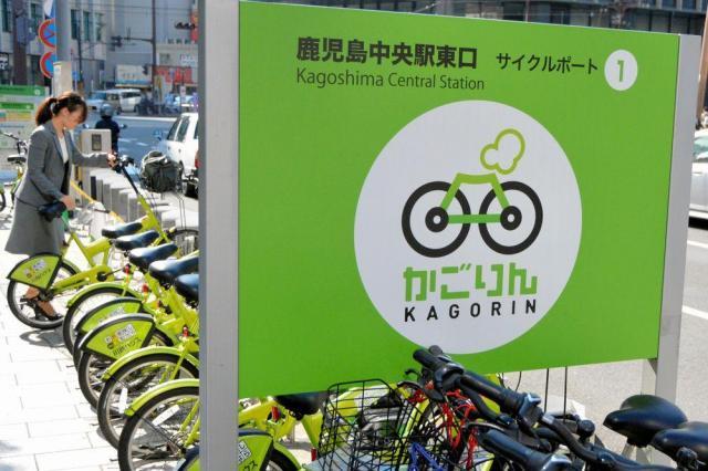 通勤のための利用者が多いJR鹿児島中央駅前のサイクルポート=鹿児島市