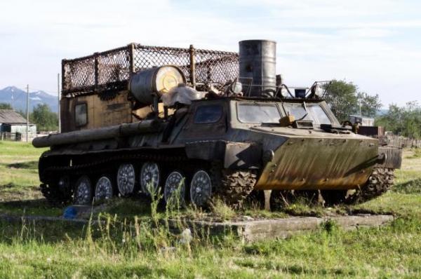 ツンドラでの移動には装甲車を使う予定だった