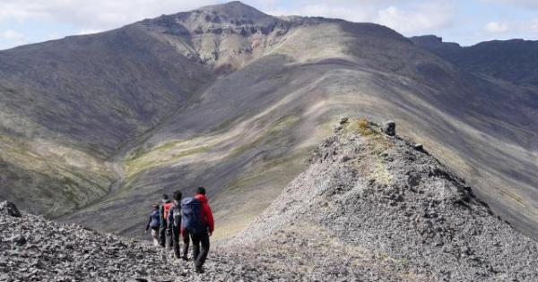 未踏峰の山肌は、岩や砂利で覆われていた=2017年8月25日