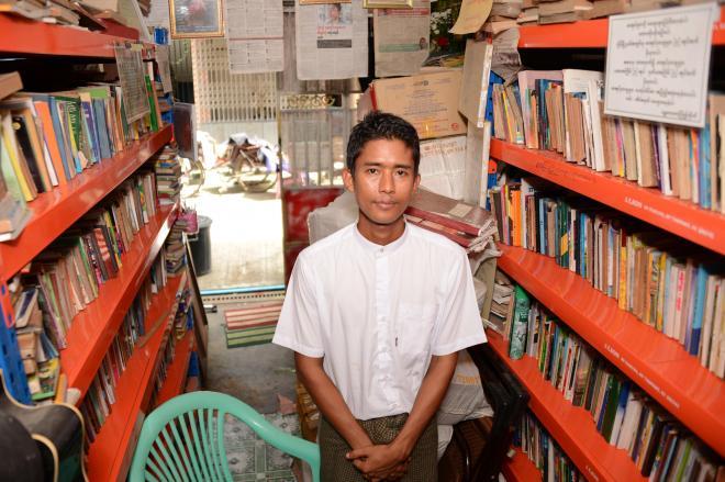ミャンマーの「図書館ヒーロー」、ゾーゾーさん。狭い図書館で本に囲まれるのが「幸せ」という=10月、ミャンマー・ヤンゴン
