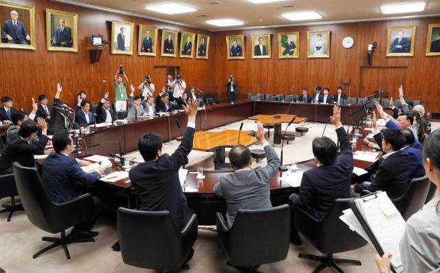 参院外交防衛委の閉会中審査で、北朝鮮による6度目の核実験に対する抗議決議が採択された=2017年9月5日、岩下毅撮影