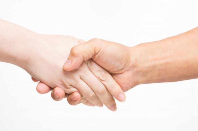 「人とつながることこそがソロで生きる力」と語る荒川さん(写真はイメージです)
