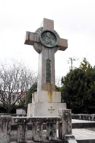 サビエル記念公園内にあるザビエルの記念碑=山口市