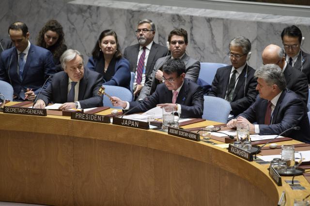 国連安全保障理事会で2017年12月は日本は月替わりの議長国で、国際社会の合意形成にとりわけ気を遣った。写真は12月15日、北朝鮮問題について開かれた安保理閣僚級会合で議長を務める河野太郎外相(中央)=国連のマニュエル・エリアス氏撮影