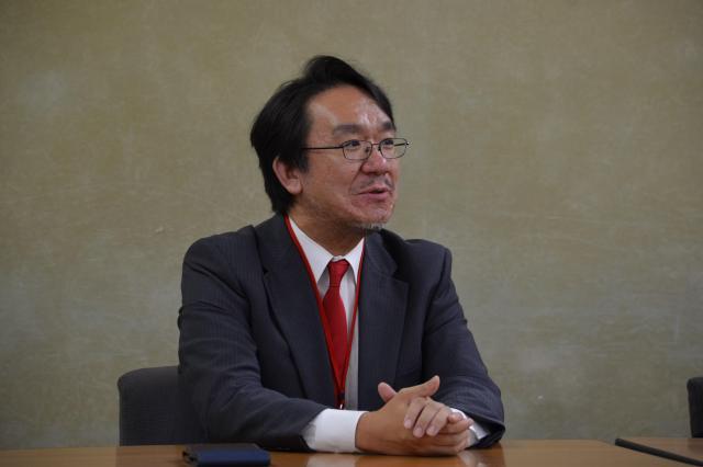 「株式会社ウチらめっちゃ細かいんで」設立記者会見で話す佐藤さん