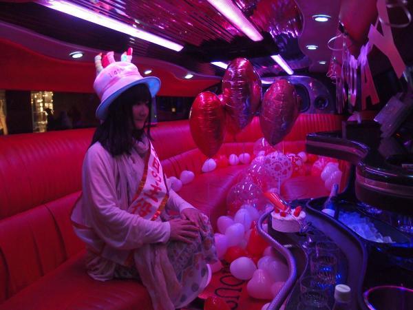 リムジンを貸し切って「一人誕生日パーティー」をする朝井さん