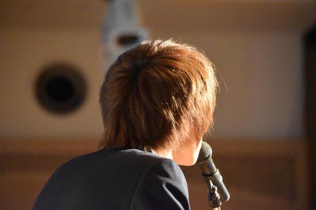 中高生へ向けて自身の体験を語る歌詞太郎さん