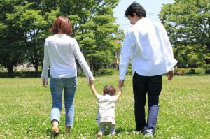 日本の家族、ようやく「変わり目」 税や社...