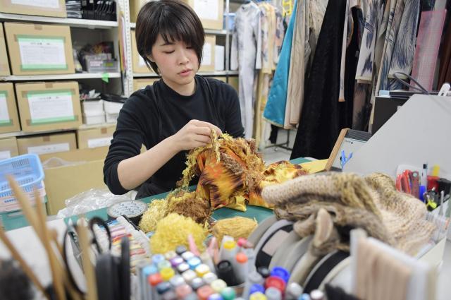 衣装の全身タイツ。毛並みを立体的に見せるために毛糸を縫い付けている。