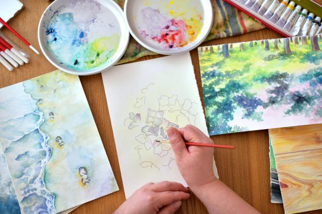 趣味の水彩画。テーマを決めず、思いのまま筆を運ぶ=滝沢美穂子撮影