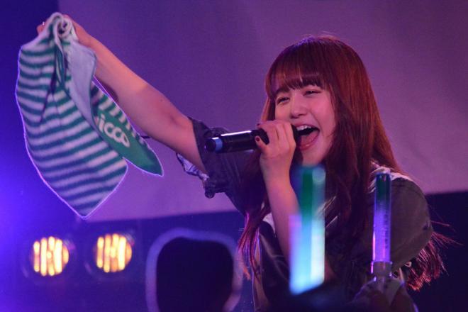 ライブで歌うNao☆さん=2017年12月17日、東京都渋谷区