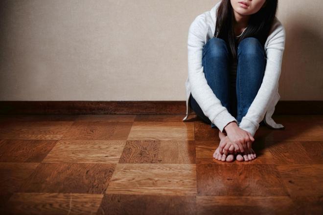 自らの価値観を押しつける親の呪縛から逃れようと葛藤する女性たち(写真はイメージです)