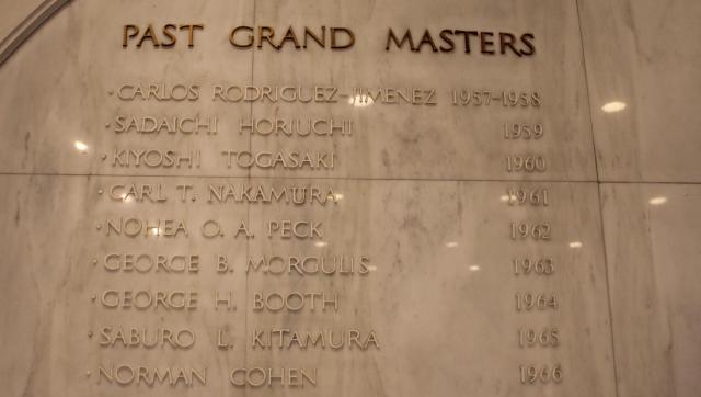 過去のグランドマスターは玄関ホールにも名前が彫られている