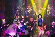 舞台「ロッキー・ホラー・ショー」のパーティーシーン