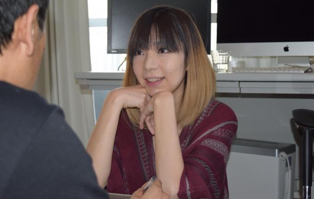 相談者と話し合う時は、笑顔で話しやすい雰囲気を心がける=高野真吾撮影