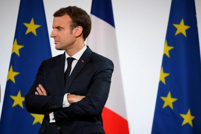 なにやら遠い目をするフランスのマクロン大統領=2017年12月21日