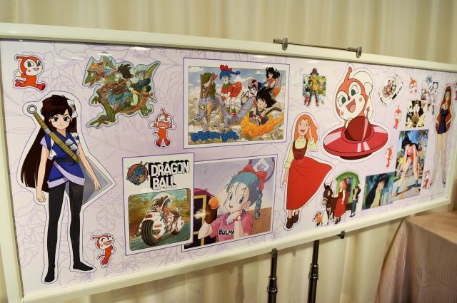懇親会の会場には鶴さんとゆかりの深いアニメのキャラクターが飾られた