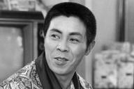 1973年7月、大阪・梅田コマ劇場で取材に応じる北島三郎さん