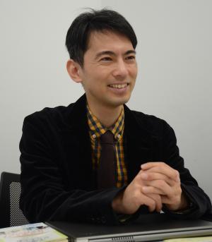 公認会計士の山田真哉さん。優れた書籍のタイトルを表彰する「日本タイトルだけ大賞」の発起人でもある。