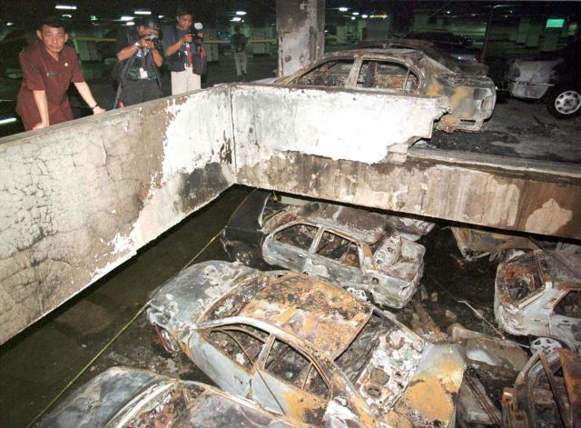 自動車爆弾によるテロがあったジャカルタ証券取引所の地下駐車場=2000年9月14日