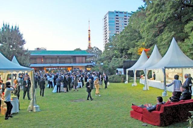 在日イタリア大使館の庭園。記念日などにはレセプションが開かれる=同大使館提供