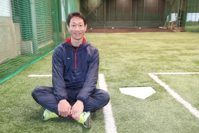 がん治療や1軍復帰への思いを語ってくれた赤松真人選手=2018年1月15日、広島県廿日市市