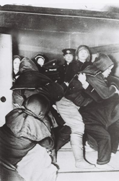 新興宗教に傾倒した元横綱双葉山が警察に逮捕される=1947年の璽光尊(じこうそん)事件