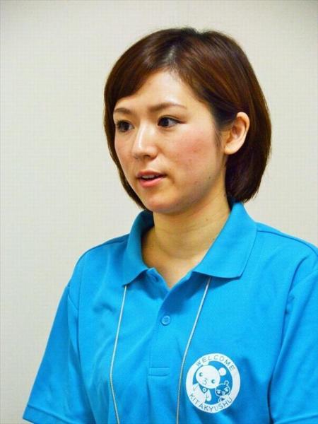 ポロシャツ姿で働く普段の井上純子さん=2016年7月撮影