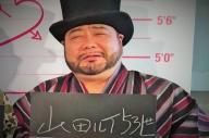 髭男爵・山田ルイ53世さん。サインにはひとかたならぬ思いがあるという