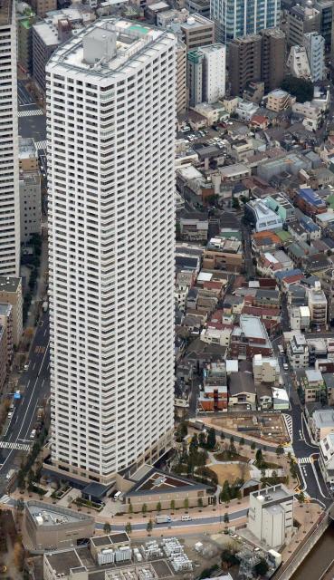 ザ・パークハウス 西新宿タワー60=新宿区、朝日新聞社ヘリから、迫和義撮影