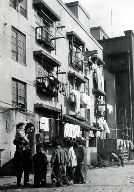深川の同潤会アパート=1951年