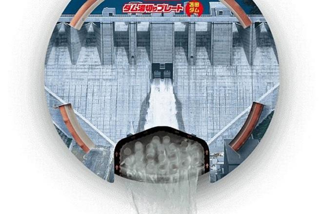 「日清焼そばU.F.O. ダム湯切りプレート」の使用イメージ