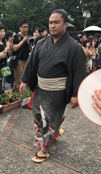 ホラー着物と話題になりました。石浦関の生首着物=2017年名古屋場所、愛知県体育館