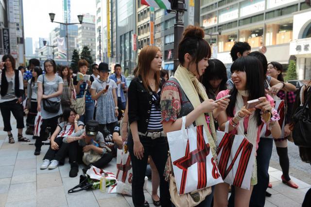 2008年に東京・銀座にオープンしたH&Mには、多くの人が列をつくって開店を待った