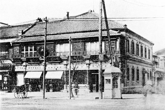 1906年当時、出雲町(現在の銀座8丁目)の資生堂=同社提供