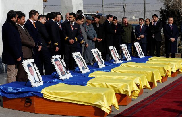 事件で犠牲になったカーム航空のウクライナ人乗務員が納められた棺=2018年1月24日