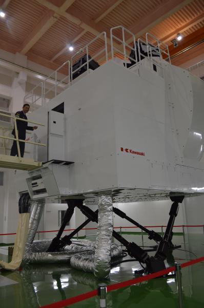 空自美保基地でC2のパイロットを育てるための飛行シミュレーター。機体と同じ国産で、ともに川崎重工業が開発した=1月30日