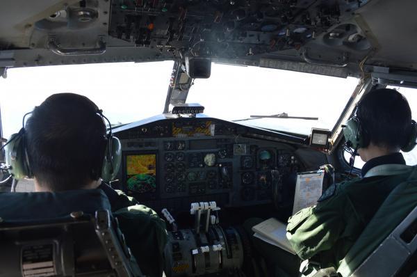C1のコックピット。空自入間基地を離陸し、飛行が安定した際に撮影=1月30日