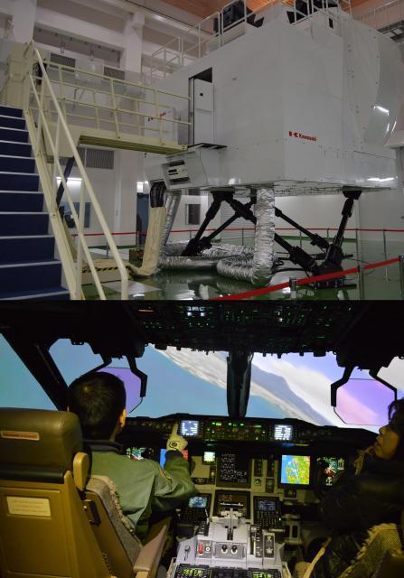 C2のパイロットを育てるための飛行シミュレーター。機体と同じく川崎重工業が開発した=1月30日午後、鳥取県境港市の航空自衛隊美保基地