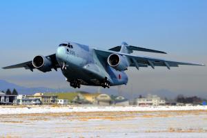 1機230億円、自衛隊最大の輸送機C2に搭乗 それで何運ぶ?