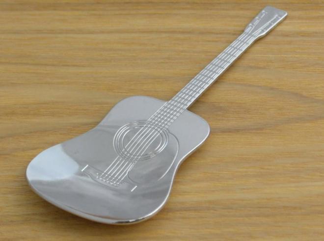 島村楽器で販売しているギター型スプーン(アコギタイプ)