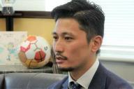 元プロサッカー選手の阿部博一さん。現在はアジアサッカー連盟でプロジェクトマネージャーをつとめる