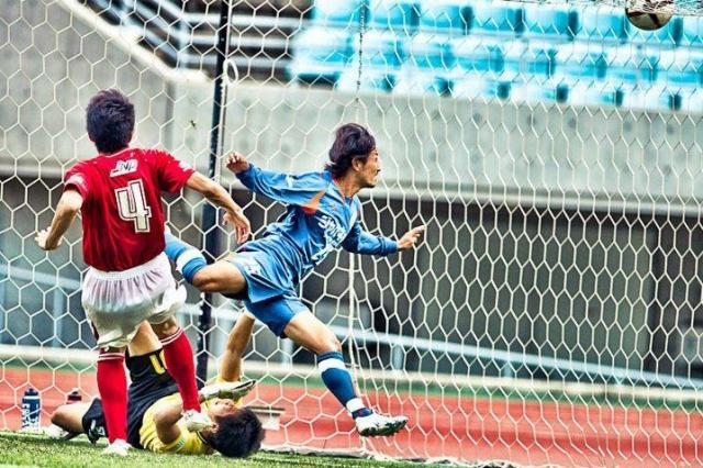サッカー選手時代の阿部さん。念願のプロ契約の年、まさかの「戦力外通告」に……=阿部博一さん提供