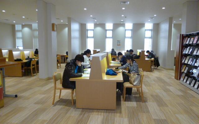 図書館の閲覧室