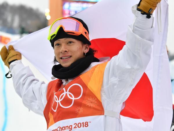 平昌五輪で銀メダルを獲得し、笑顔を見せる平野歩夢選手(19)