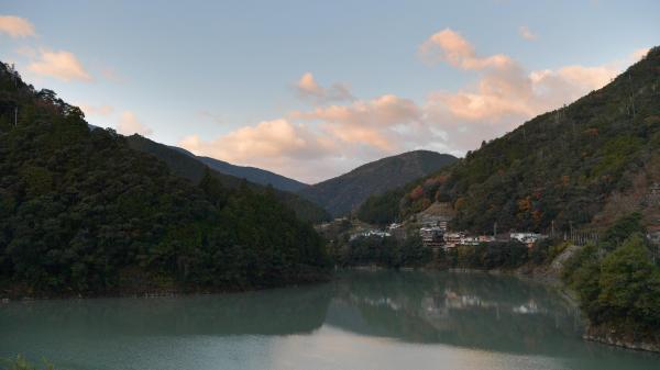 十津川温泉の朝焼け=昨年12月6日午前7時2分、奈良県十津川村、加藤諒撮影