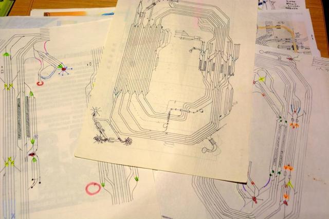 プラレールでレイアウトを組み立てる前に松岡さんが作成した、駅の配線図=さいたま市大宮区