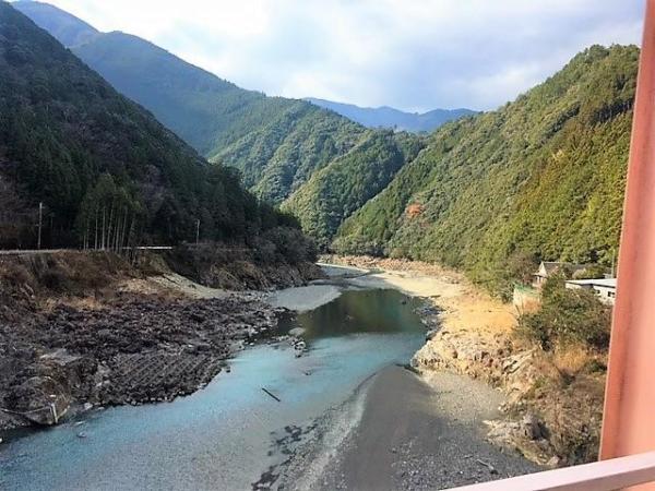 渓谷は美しいが、6年前の被災の痕跡も