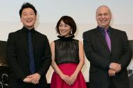 『15時17分、パリ行き』のトークイベントに参加した(左から)堀潤さん、木佐彩子さん、モーリー・ロバートソンさん